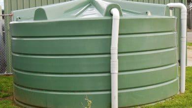 خزانات المياه البلاستيكية