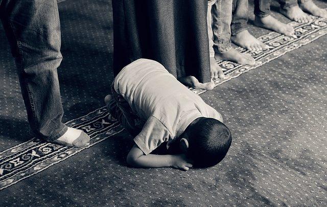 أسئلة للأطفال عن الصلاة وأجوبتها سهلة وقصيرة