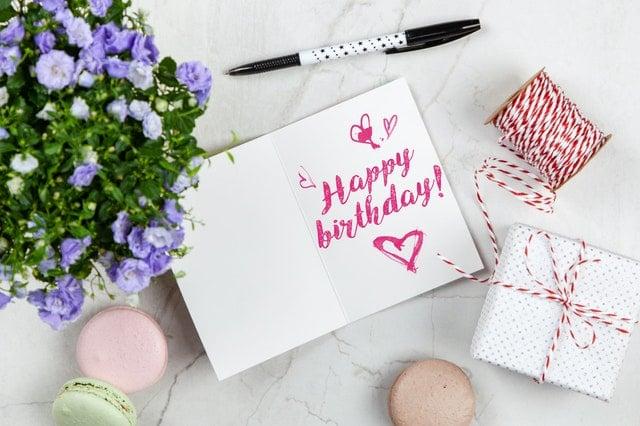 بالصور أجمل تهنئة عيد ميلاد بالإنجليزي للصديق وترجمتها